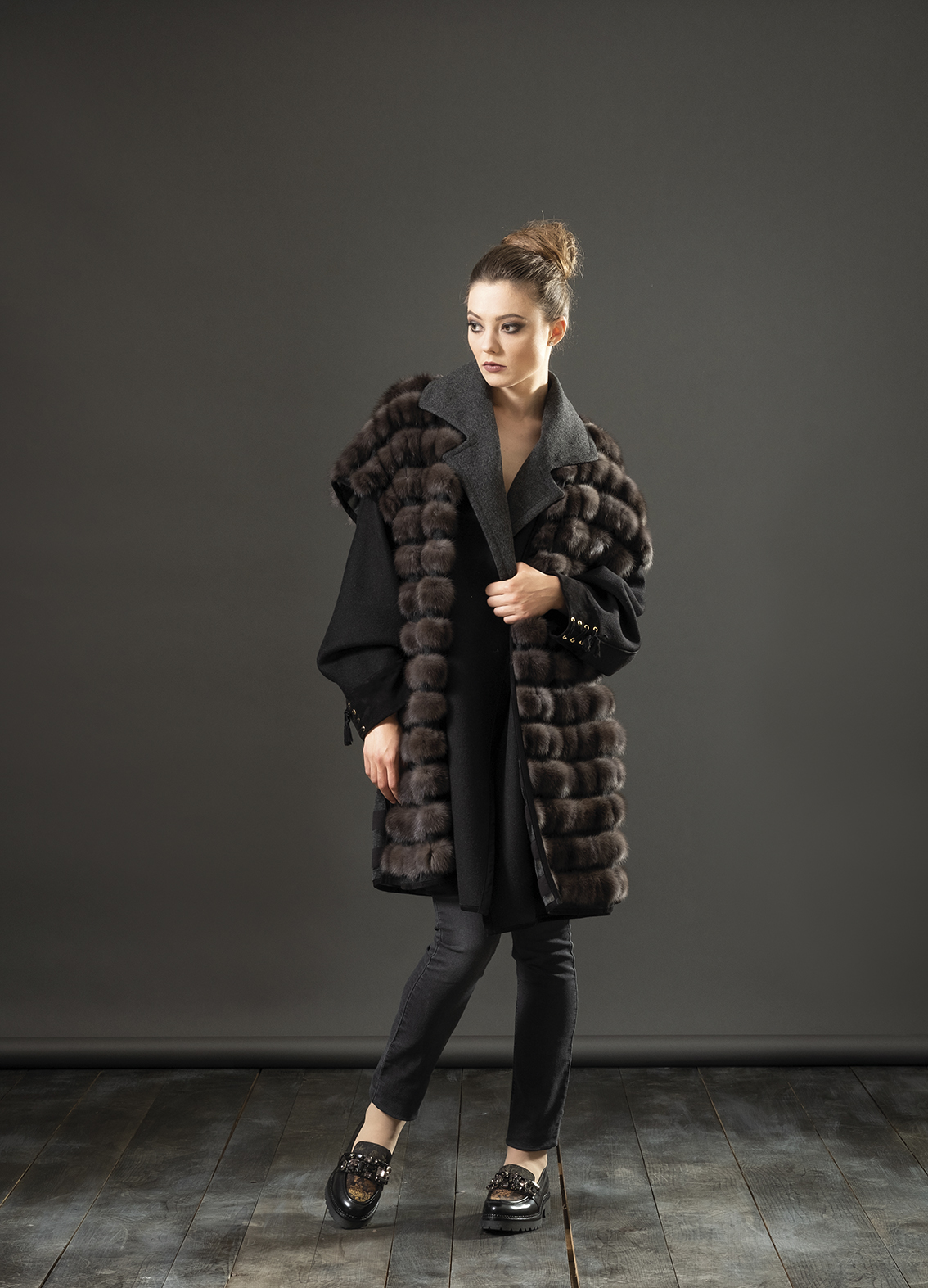 Giaccone cashmere + gilet in tulle + zibellino